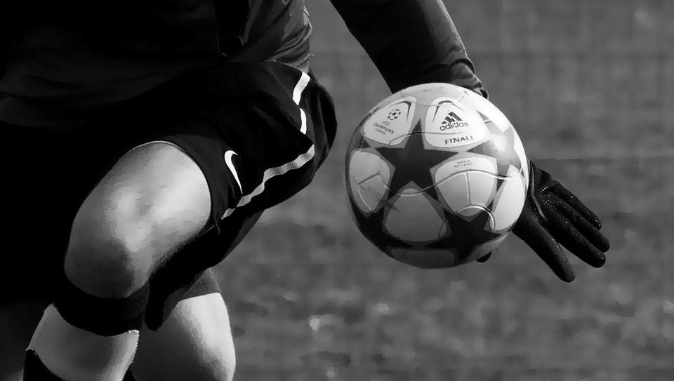 >>handball.<<