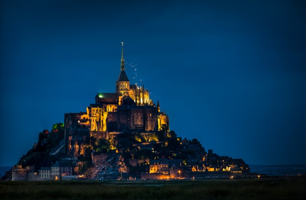 elmsfire on le mont saint michel