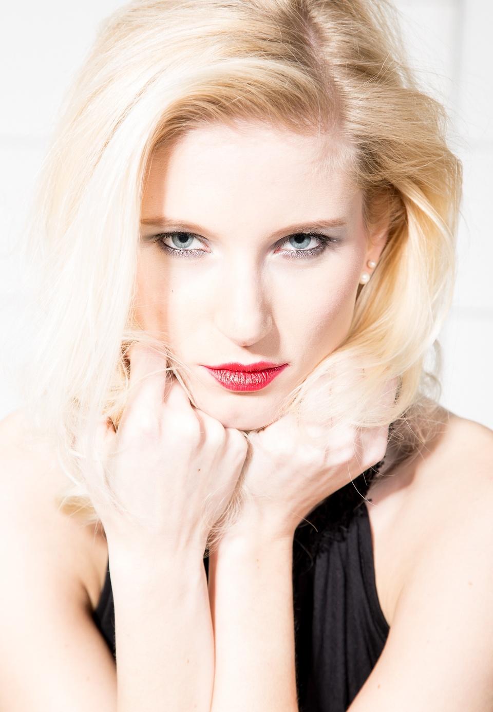 ...blond beauty...