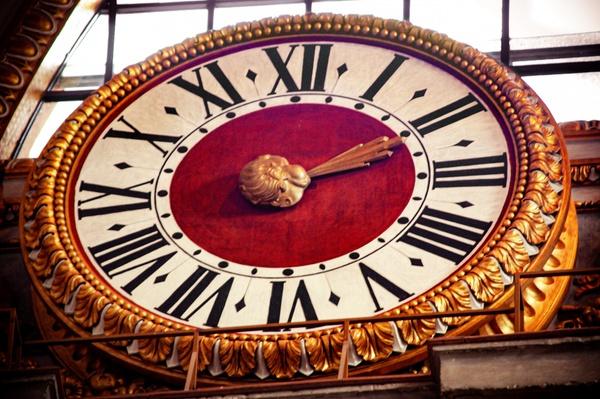 Zwei Uhr im Vatikan