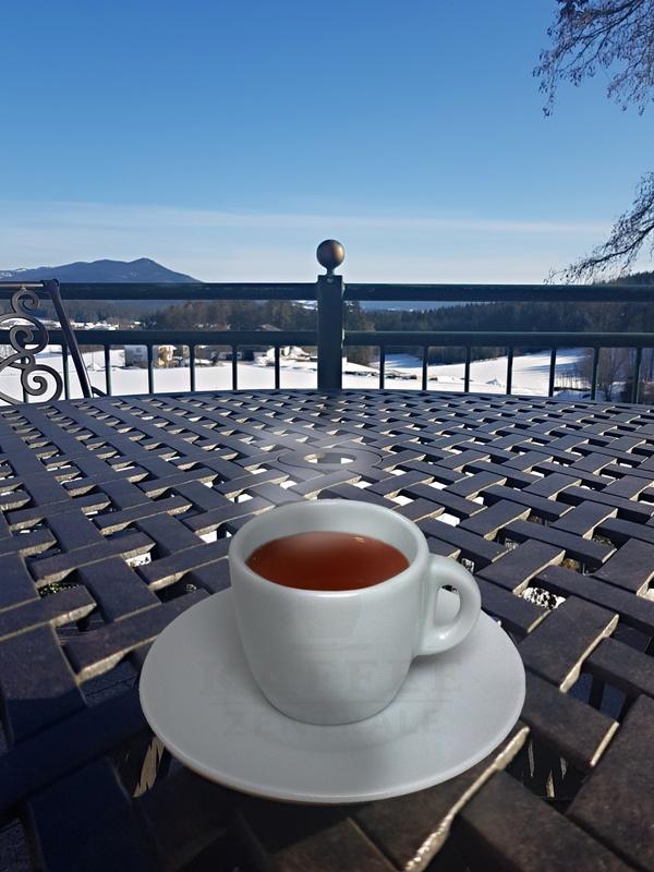 Heißer Kaffee, kalter Schnee