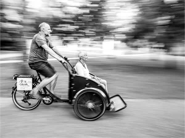 Rikscha-Taxi in voller Fahrt