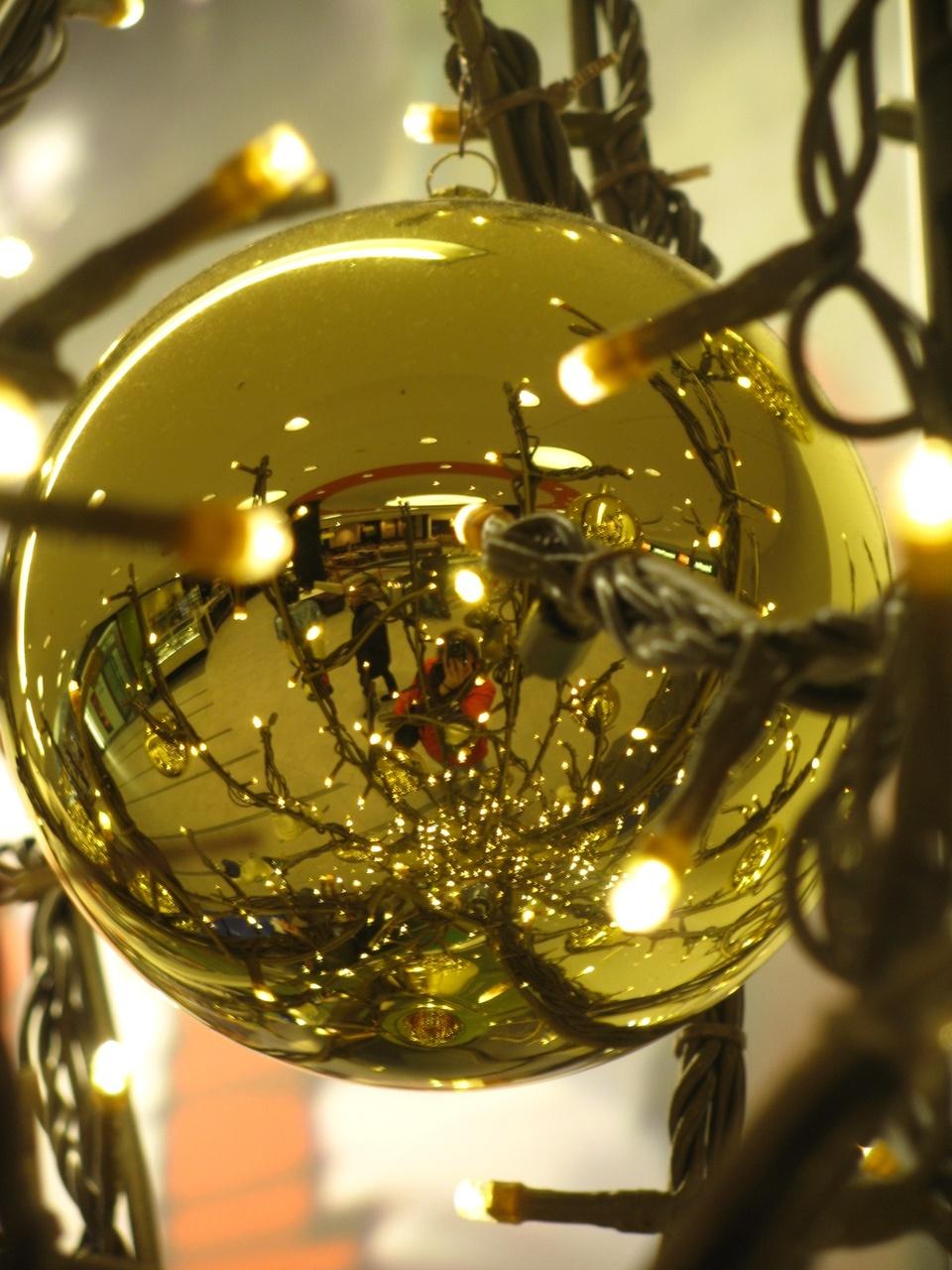 Goldene Weihnachtskugel