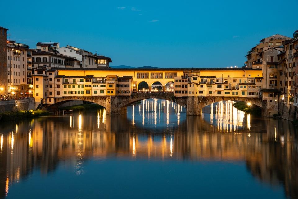 Die Ponte Vecchio zur blauen Stunde