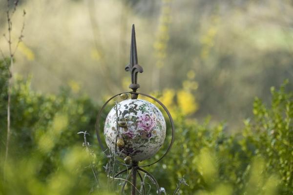 Gartenkugel Mit Schnecken