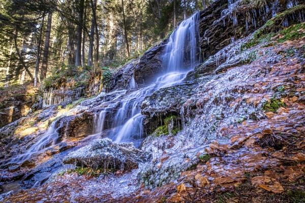 Wasserfall mit Glasur