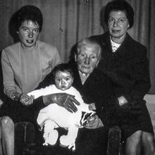 Vier Frauen - vier Generationen