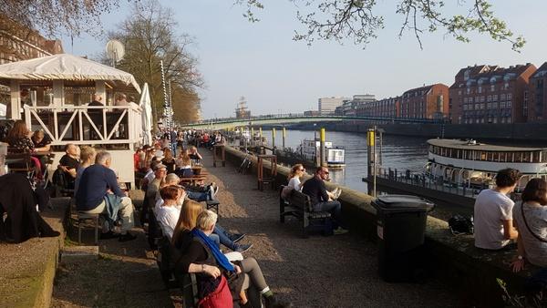 Biergarten am Fluß