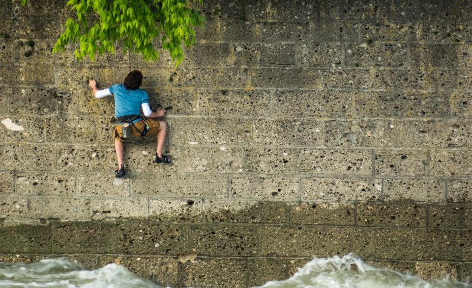 In der Wand